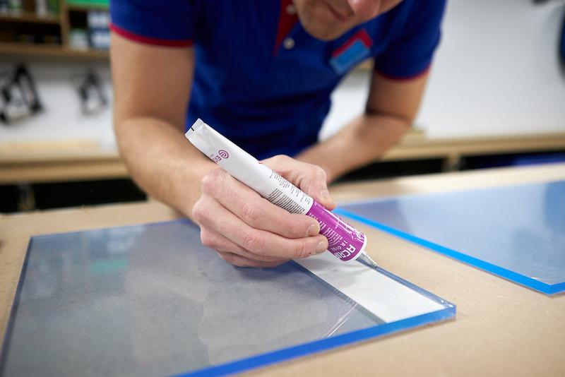 Acrifix lijm aanbrengen op helder plexiglas
