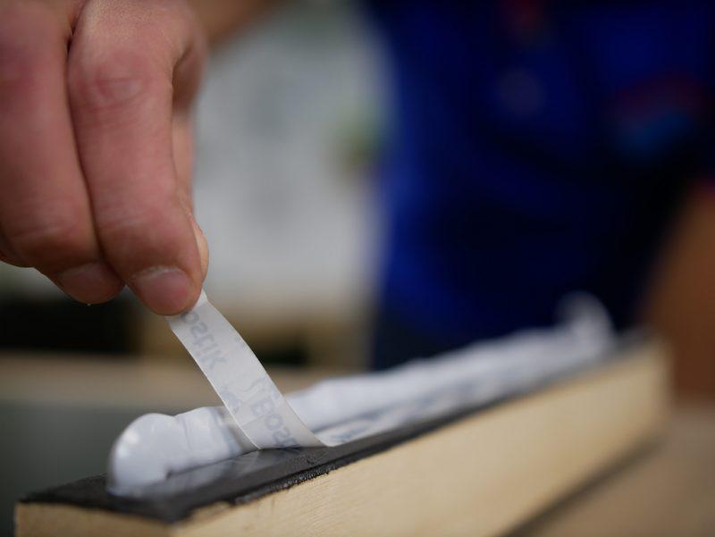 Trespa lijmen - folie verwijderen dubbelzijdig tape