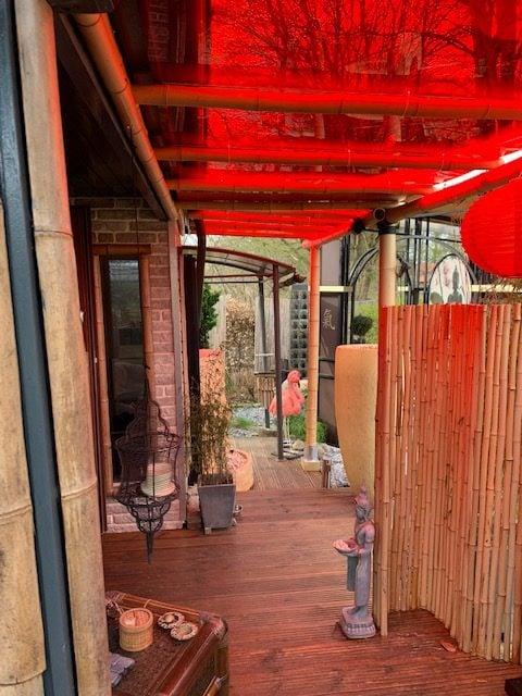 Deurluifel maken rood getint plexiglas en bamboe
