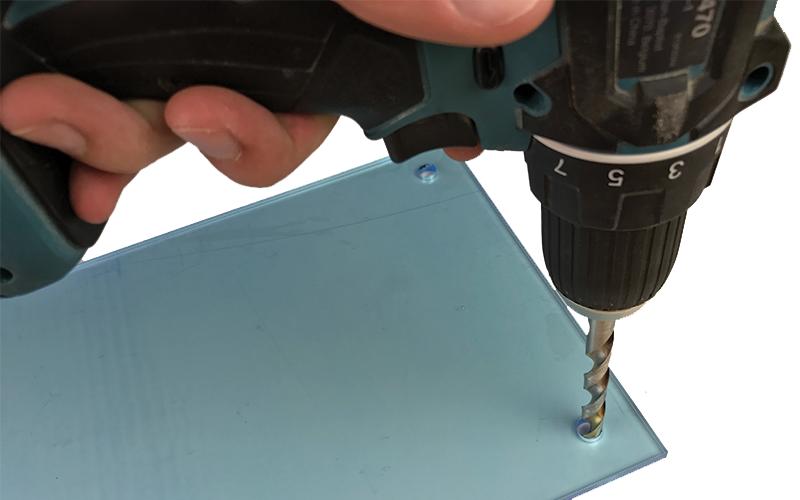 Messenblok maken boren in plexiglas