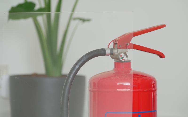 Is plexiglas brandbaar?