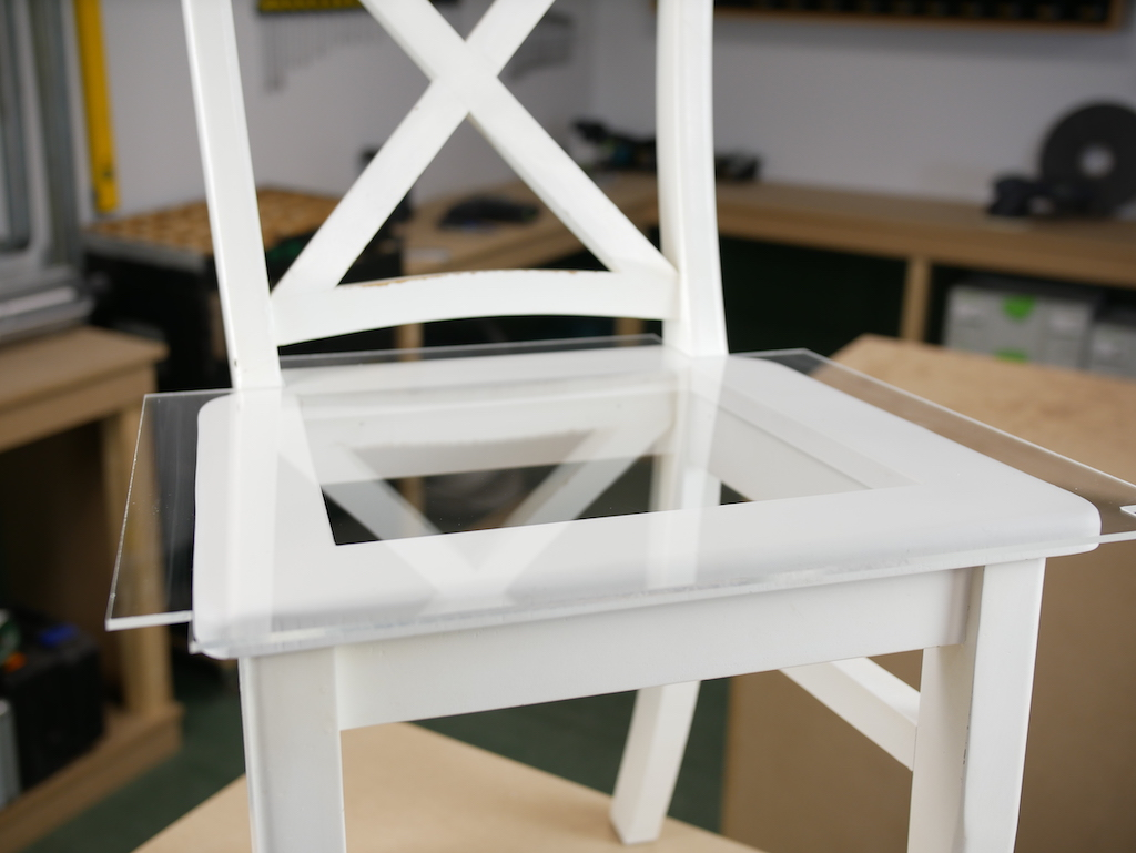 Plexiglas stoelzitting monteren