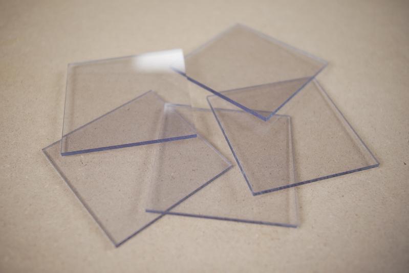 Plexiglas of polycarbonaat voorzetraam in kozijn plaatsen