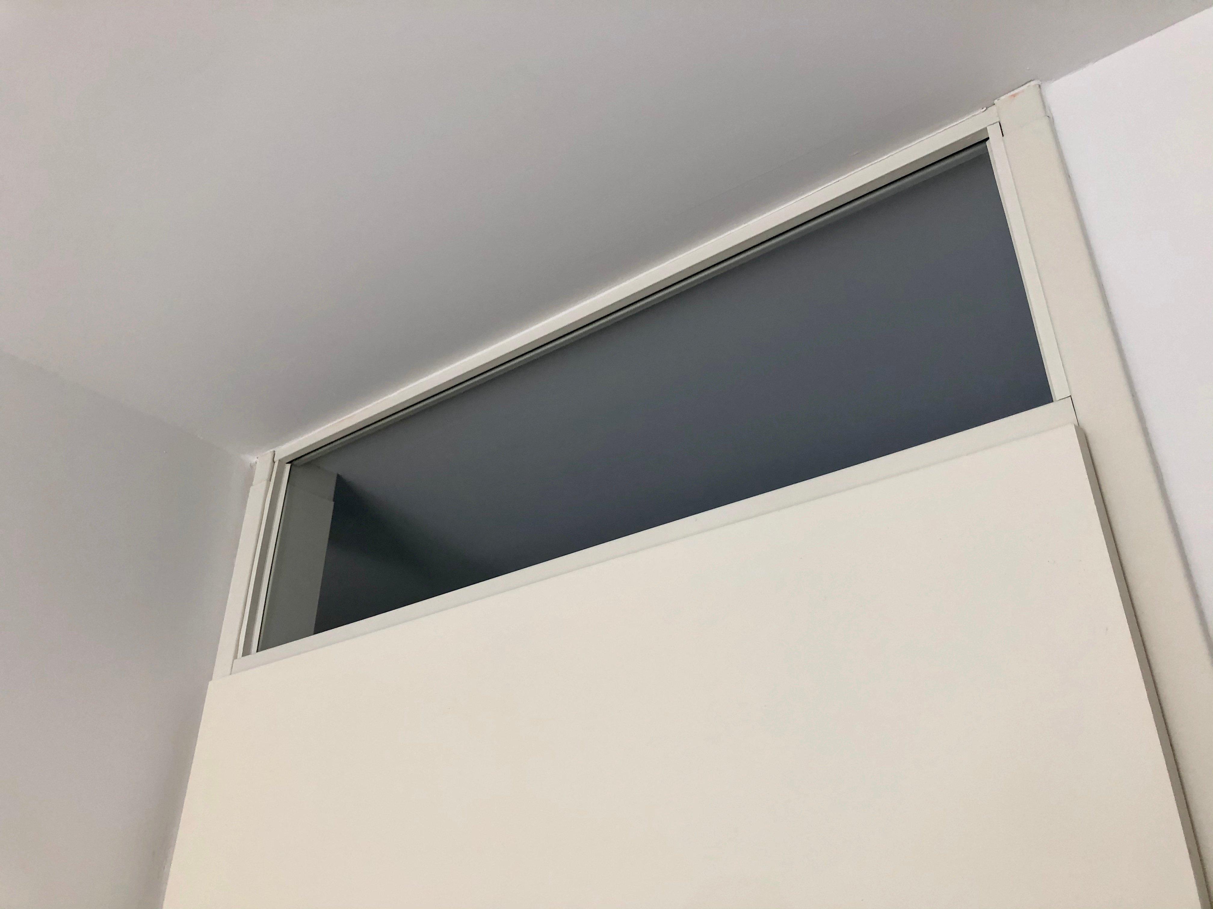 Bovenlicht deur dicht maken