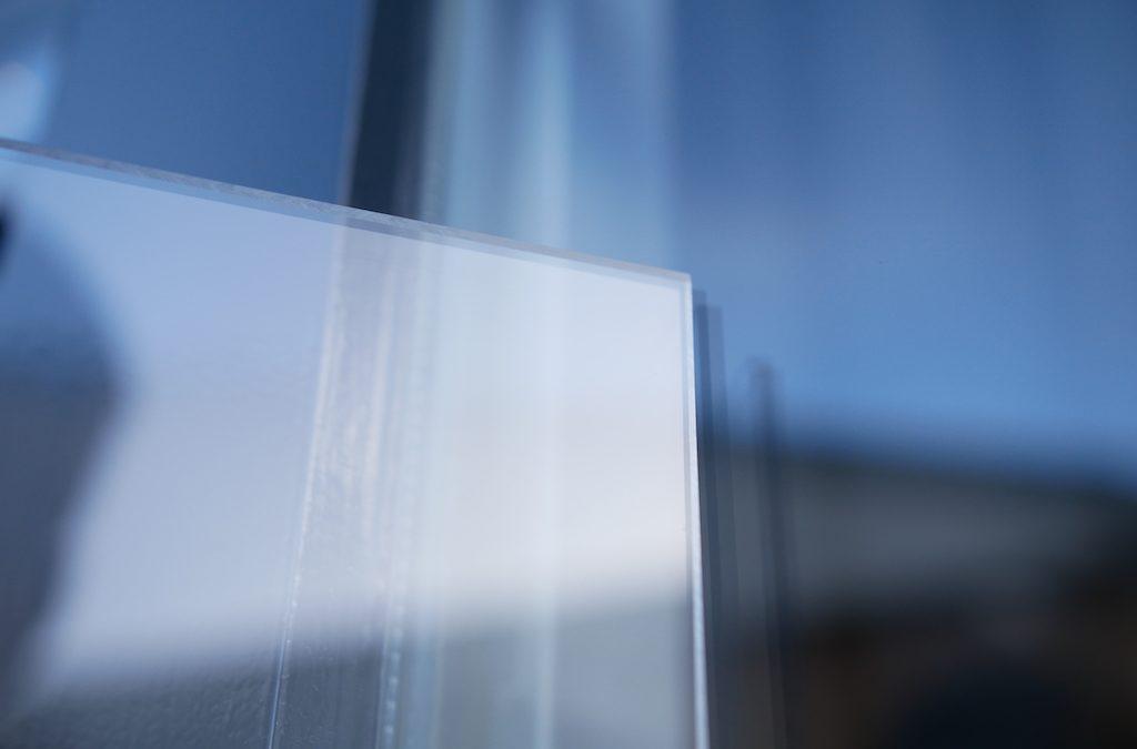Wat is de isolatiewaarde van plexiglas?