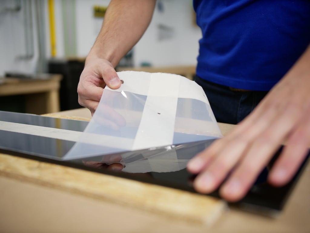 Kapstok maken zwart plexiglas folie verwijderen na boren