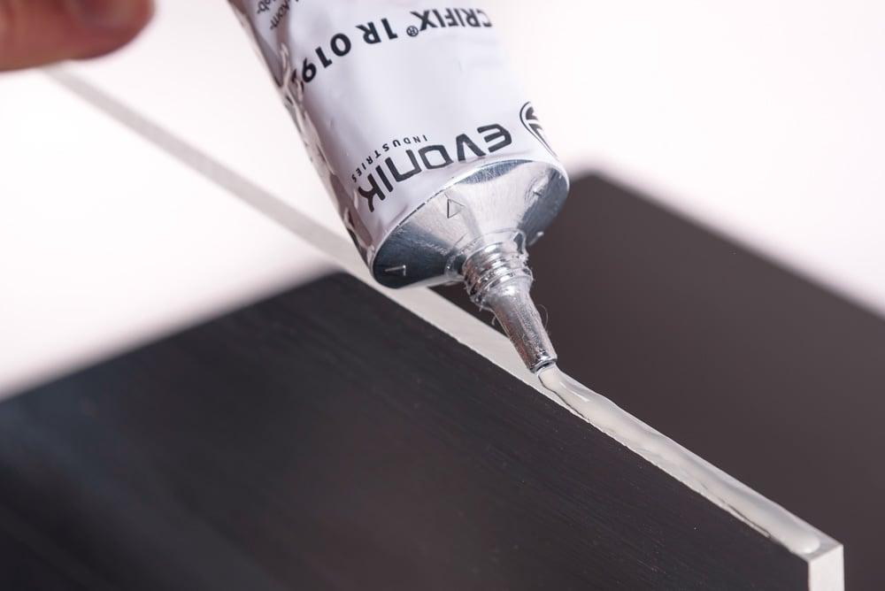 Polycarbonaat lijmen met acrifix