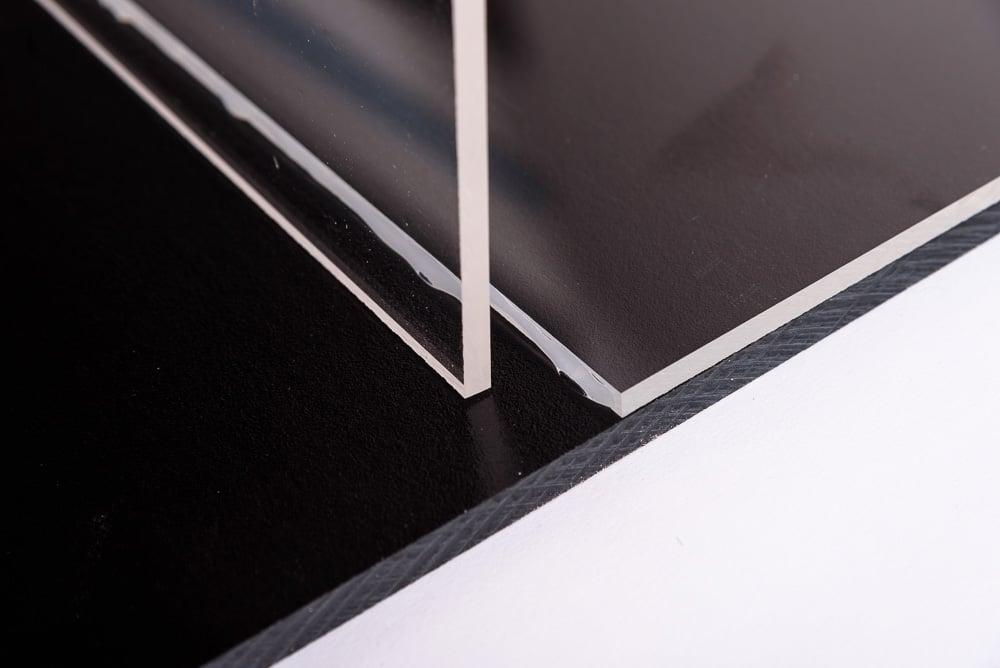 Polycarbonaat lijmen platen tegen elkaar aan zetten