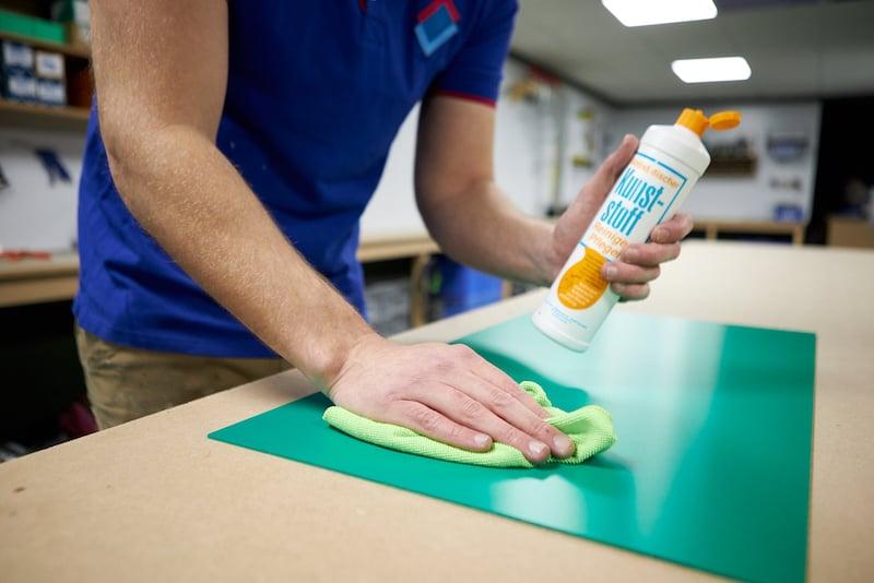 Geschuimd PVC schoonmaken met burnus