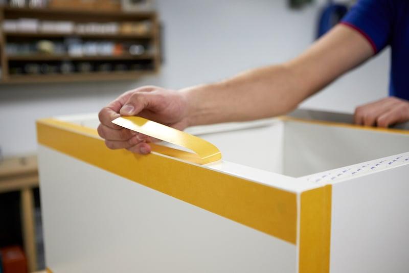 Kallax kast sokkel maken ikea hack dubbelzijdig tape verwijderen