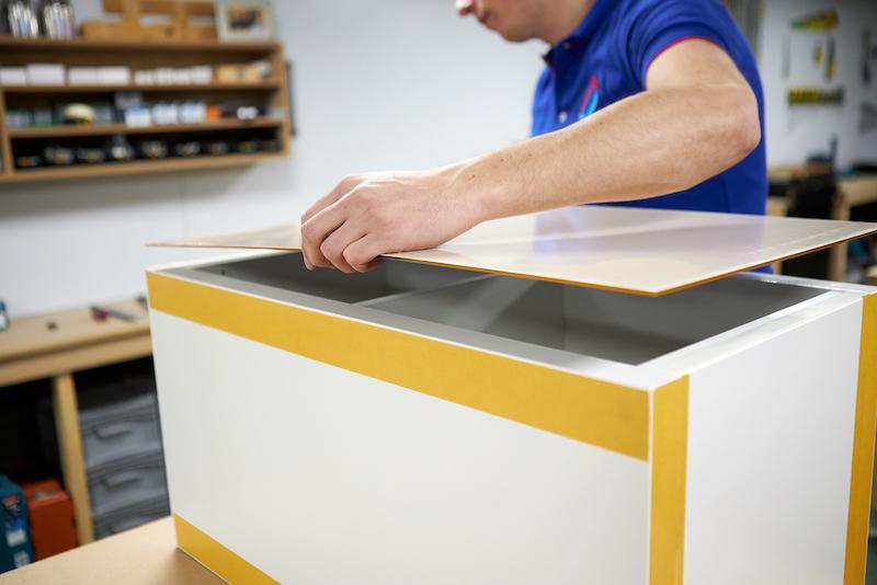 Kallax kast sokkel maken ikea hack plexiglasplaat plakken