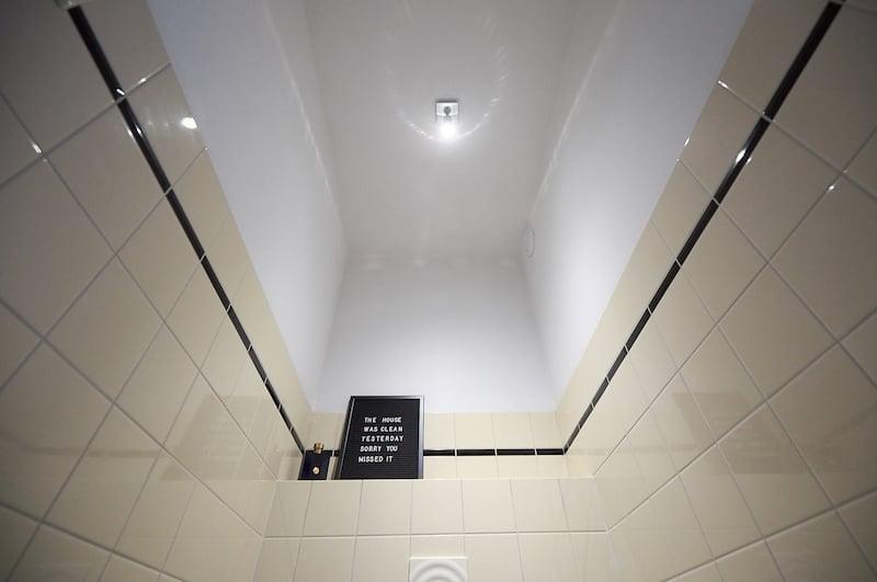 Kunststof plafond toilet maken plafond kaal