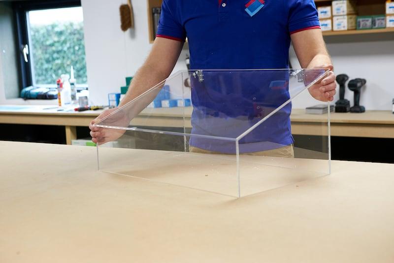 Kweekbak maken deksel bevestigen met scharnieren deksel dicht