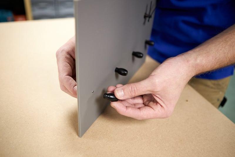 zelf klok maken met sleutelkapstok bevestigen haakjes sleutelkapstok