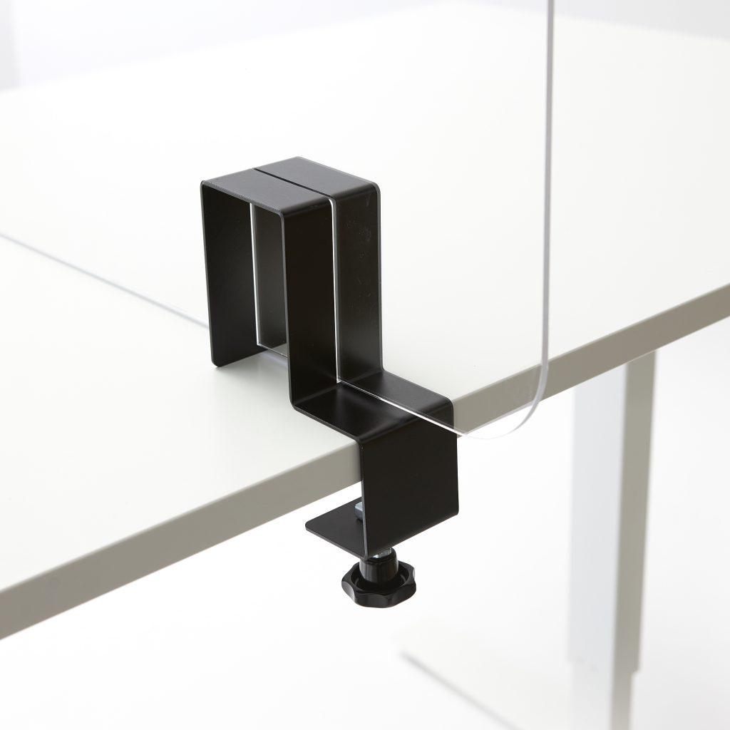 Plexiglas beugel op tafel