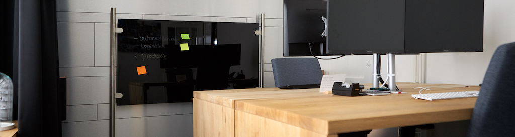 Roomdivider plexiglas in thuiskantoor