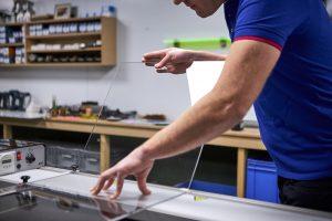 Salontafel maken plexiglas buigen op buigapparaat