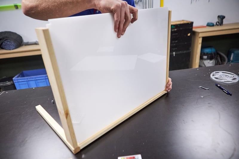 Lichttafel maken plexiglas plaat bevestigen