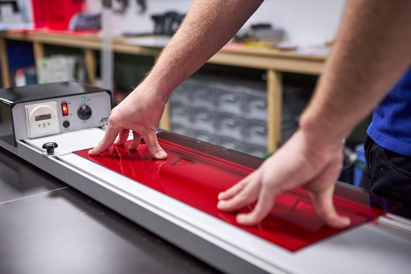 Fotoplank maken van plexiglas met buigapparaat