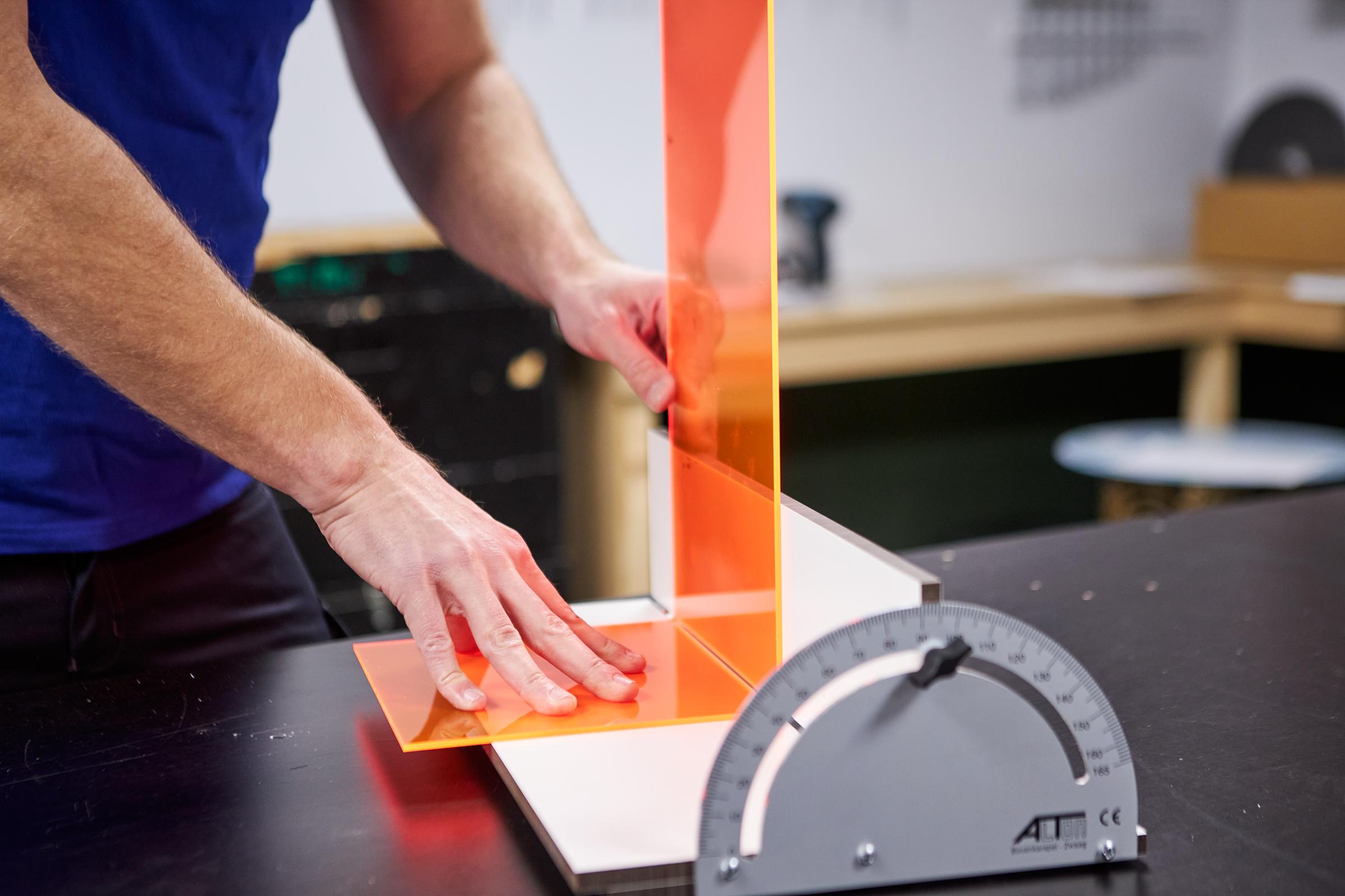 Kunststof bijzettafel maken met buigmal 90 graden