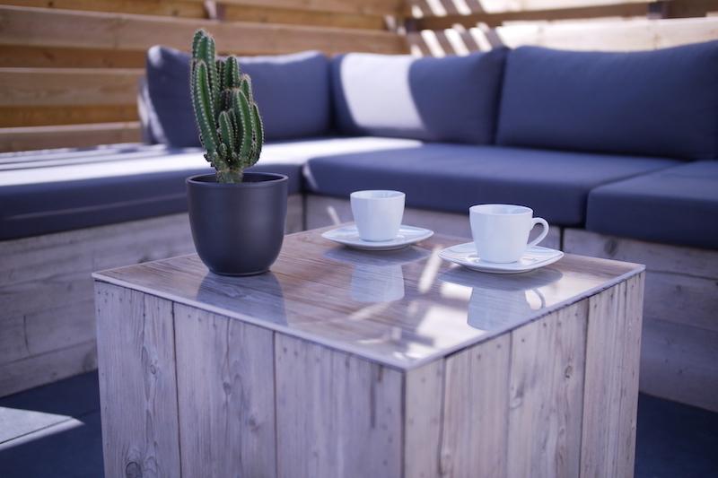 Zelf tafel maken voor buiten met plexiglas tafelblad