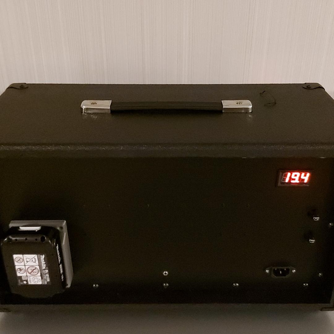 Retro bluetooth speaker achter
