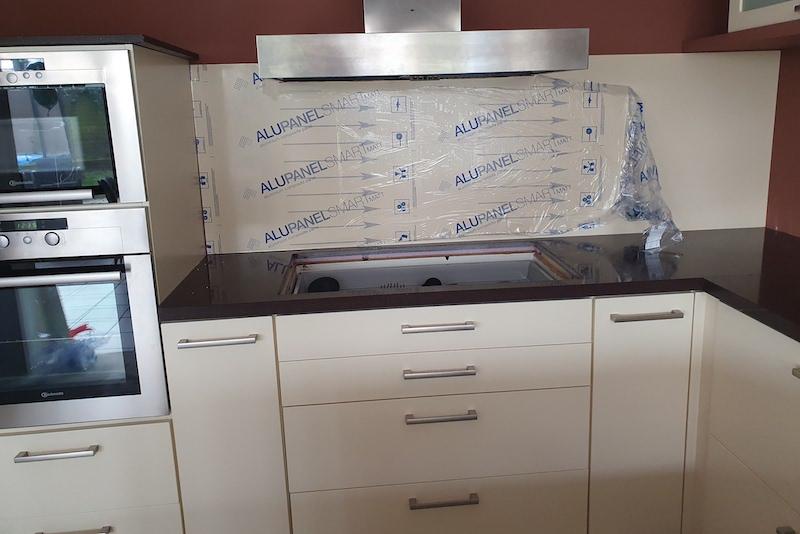 Achterwand keuken plaatsen beschermfolie verwijderen