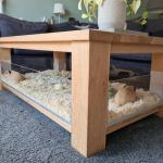 Caviakooi van plexiglas en salontafel