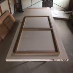 Industriële deur met plexiglas panelen frame