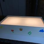 lichtbak met zand van plexiglas